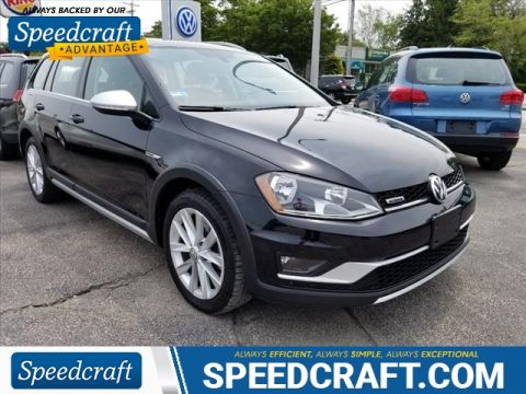 Pre-Owned 2017 Volkswagen Golf Alltrack TSI SE 4Motion